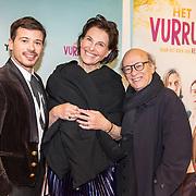 NLD/Amsterdam/20180122 - Filmpremiere Het leven is vurrukkulluk,  Géza Weisz met zijn vader Frans Weisz en zijn moeder Regina
