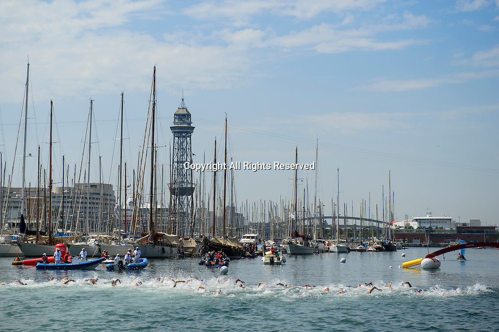 22.07.2013 Barcelona, Spain. The swimmers head out on their 1st lap during the Mens 10km Open Water Swimming competition on Day 3 of the 2013 FINA World Championships at Port Vell.