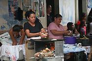 Mujeres elaboran productos derivados del Maiz Domingo Agosto 14, 2011 en Sesori, San Miguel, El Salvador durante el festival del Maiz. Los Salvadorenos celebran esta fiesta por las buenas cosechas del principal producto de la dieta alimenticia. Photo: Ricardo Carrillo/Imagenes Libres.
