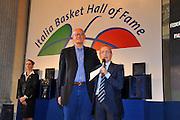 DESCRIZIONE : Monza Vila Reale Italia Basket Hall of Fame<br /> GIOCATORE :  Giovanni Gavagni Dan Peterson<br /> SQUADRA : FIP Federazione Italiana Pallacanestro <br /> EVENTO : Italia Basket Hall of Fame<br /> GARA : <br /> DATA : 29/06/2010<br /> CATEGORIA : Premiazione<br /> SPORT : Pallacanestro <br /> AUTORE : Agenzia Ciamillo-Castoria/M.Gregolin