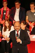 Mannheim. 19.09.17 | SPD-Kanzlerkandidat Martin Schulz im Capitol Mannheim.<br /> Im Wahlkampf zur Bundestagswahl unterstützt Kanzlerkandidat Martin Schulz Mannheims SPD Bundestagsabgeordneter Stefan Rebmann.<br /> <br /> <br /> BILD- ID 2378 |<br /> Bild: Markus Prosswitz 19SEP17 / masterpress (Bild ist honorarpflichtig - No Model Release!)