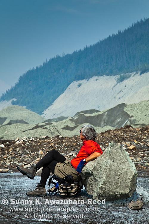Relaxing, Hikinh, Kennicott Glacier, Wrangell - St. Elias Park, Alaska