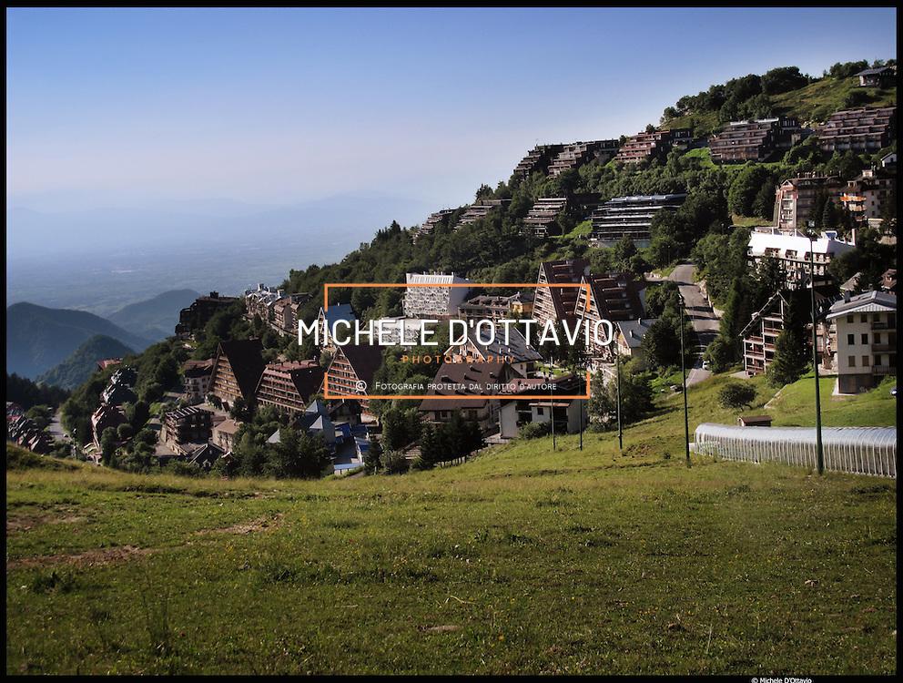 Prato Nevoso  (o anche Pratonevoso)  a quota 1.500 metri è una importante stazione sciistica facente parte del MondolèSki in provincia di Cuneo,