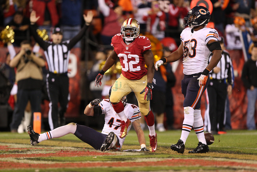 San Francisco 49ers running back Kendall Hunter (32) scores a touchdown against the Chicago Bears, during an NFL game on Monday Nov. 19, 2012 in San Francisco, CA.  (photo by Jed Jacobsohn)