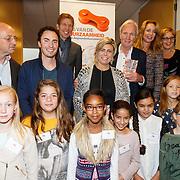 NLD/de Meern/20151009 - Voorleesactie prinses Laurentien + Jan Terlouw boek 'Kapsones', dj Gregor Saltor, Jan Terlouw, weervrouw Helga van Leur en prinses Laurentien