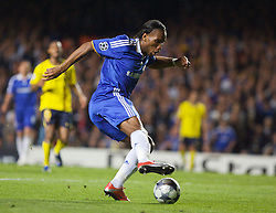 LONDON, ENGLAND - Wednesday, May 6, 2009: Chelsea's Didier Drogba in action against Barcelona during the UEFA Champions League Semi-Final 2nd Leg match at Stamford Bridge. (Photo by Carlo Baroncini/Propaganda)