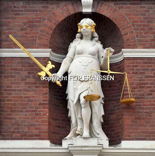 Nederland, Haarlem, 27-3-2016Beeld van Vrouwe justitia in de gevel van het oude, historische stadhuis van Haarlem Foto: Flip Franssen/Hollandse Hoogte