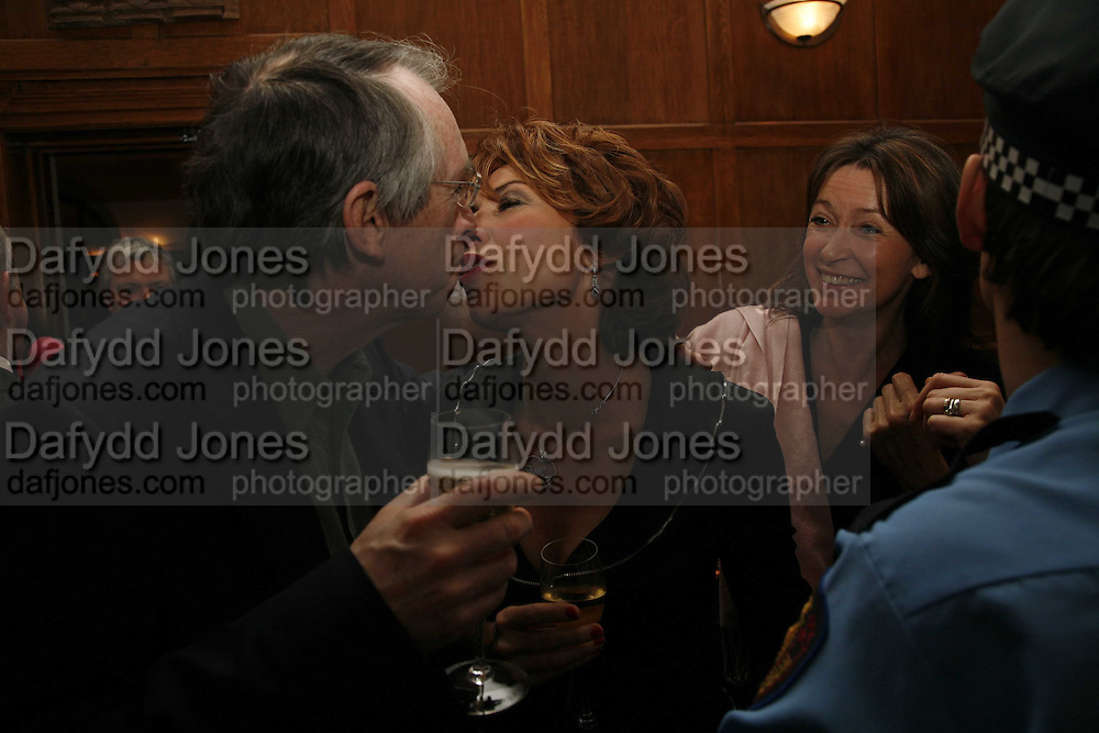 Ian McEwan and Kathy Lette, Krug host the launch of Kathy Lette's book. ' How to Kill Your Husband' the Courthouse Hotel Great Marlborough St. London. 26 April 2006. ONE TIME USE ONLY - DO NOT ARCHIVE  © Copyright Photograph by Dafydd Jones 66 Stockwell Park Rd. London SW9 0DA Tel 020 7733 0108 www.dafjones.com
