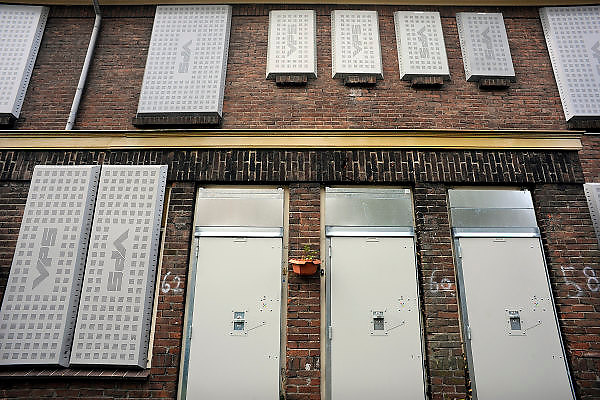 Nederland, Nijmegen, 14-10-2008Oude en verouderde woningen in het Willemskwartier zijn ontoegankelijk gemaakt in afwachting van hun sloop. De buurt wordt gerenoveerd, en als alle bewoners vervangende woonruimte hebben worden de huizen door nieuwbouw vervangen.Old and obsolete housing in the Willemskwartier are inaccessible in anticipation of their demolition. The neighborhood is being renovated, and will be replaced by new houses.Foto: Flip Franssen/Hollandse Hoogte