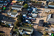 Nederland, Noord-Holland, Gemeente Hilversum, 03-10-2010; woonwagenkamp Egelshoek, sloopauto's en autowrakken temidden van de woonwagens en stacaravans van de kampers..Egelshoek trailer park, car wrecks amidst the mobile homes and caravans luchtfoto (toeslag), aerial photo (additional fee required) foto/photo Siebe Swart