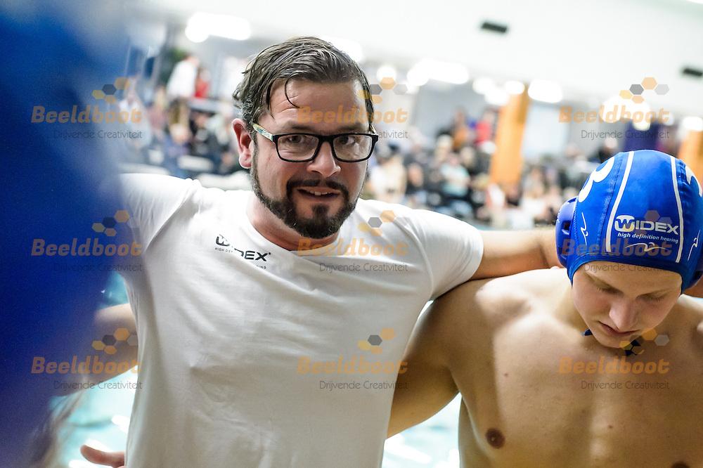 05-11-2016: Waterpolo: ZPC Amersfoort v Donk: Amersfoort<br /> <br /> (L-R) Coach Zoran Stanisic van GZC Donk tijdens het Eredivsie duel tussen ZPC Amersfoort en GZC Donk in het Sportfondsenbad in Amersfoort op 5 november 2016 <br /> <br /> Eredivisie - Seizoen 2016 / 2017<br /> <br /> Foto: Gertjan Kooij