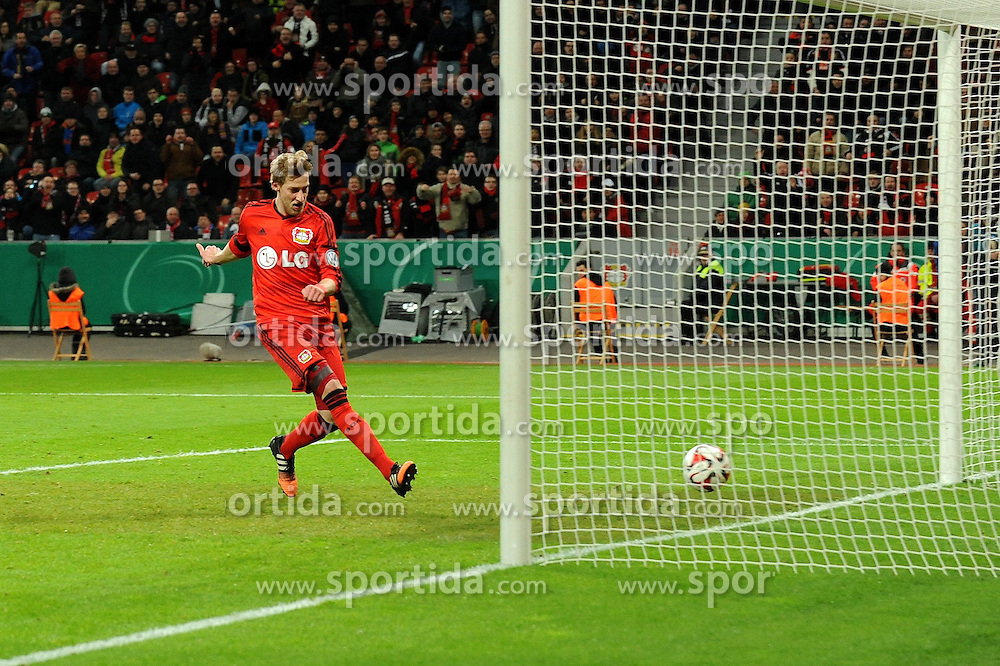 03.03.2015, BayArena, Leverkusen, GER, DFB Pokal, Bayer 04 Leverkusen vs 1. FC Kaiserslautern, Achtelfinale, im Bild Stefan Kiessling ( Bayer 04 Leverkusen ) trifft zum 2 : 0 // during German DFB Pokal last sixteen match between Bayer 04 Leverkusen and 1. FC Kaiserslautern at the BayArena in Leverkusen, Germany on 2015/03/03. EXPA Pictures &copy; 2015, PhotoCredit: EXPA/ Eibner-Pressefoto/ Thienel<br /> <br /> *****ATTENTION - OUT of GER*****