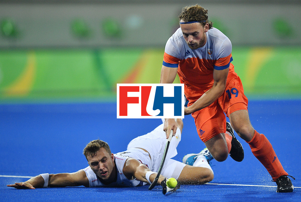 Belgium's Emmanuel Stockbroekx (L) vies with Netherland's Bob de Voogd during the men's semifinal field hockey Belgium vs Netherlands match of the Rio 2016 Olympics Games at the Olympic Hockey Centre in Rio de Janeiro on August 16, 2016.  / AFP / Carl DE SOUZA        (Photo credit should read CARL DE SOUZA/AFP/Getty Images)