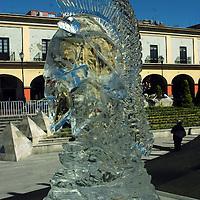 Toluca, Mex.- Se exponen en la Plaza González Arratia esculturas de hielo realizadas por el artista Eliseo Pulido Salas. Agencia MVT / José Hernández. (DIGITAL)<br /> <br /> <br /> <br /> NO ARCHIVAR - NO ARCHIVE