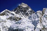 Mount Everest, top of the world at 8848 m - Khumbu région - Nepal