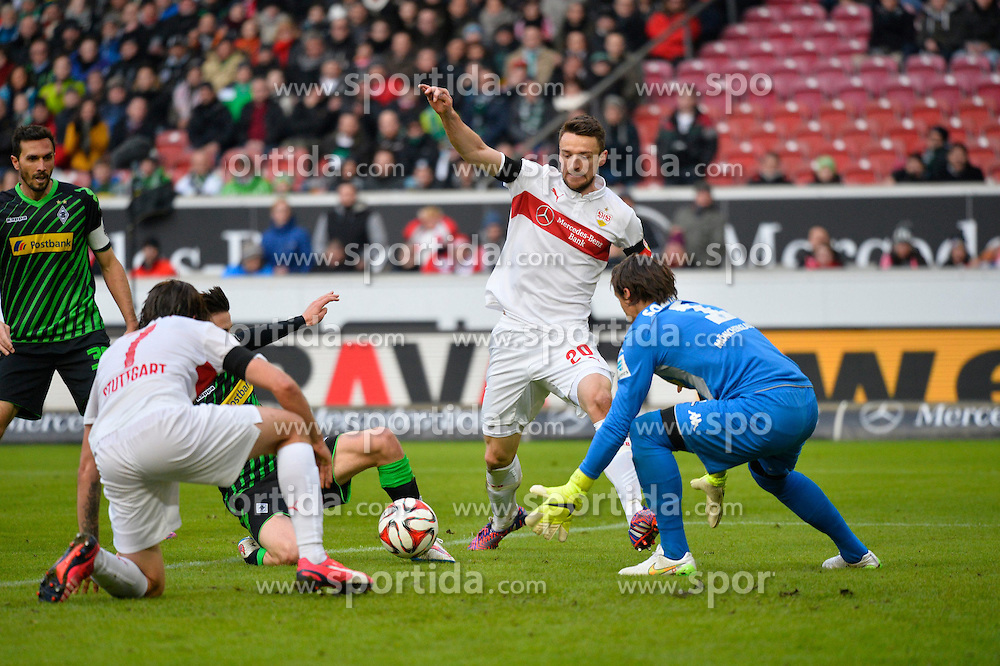 31.01.2015, Mercedes Benz Arena, Stuttgart, GER, 1. FBL, VfB Stuttgart vs Borussia Moenchengladbach, 18. Runde, im Bild Die Stuttgarter Christian Gentner VfB Stuttgart und Martin Harnik VfB Stuttgart bekommen den Ball nicht unter, Torwart Yann Sommer Borussia Moenchengladbach rettet // during the German Bundesliga 18th round match between VfB Stuttgart and Borussia Moenchengladbach at the Mercedes Benz Arena in Stuttgart, Germany on 2015/01/31. EXPA Pictures &copy; 2015, PhotoCredit: EXPA/ Eibner-Pressefoto/ Weber<br /> <br /> *****ATTENTION - OUT of GER*****