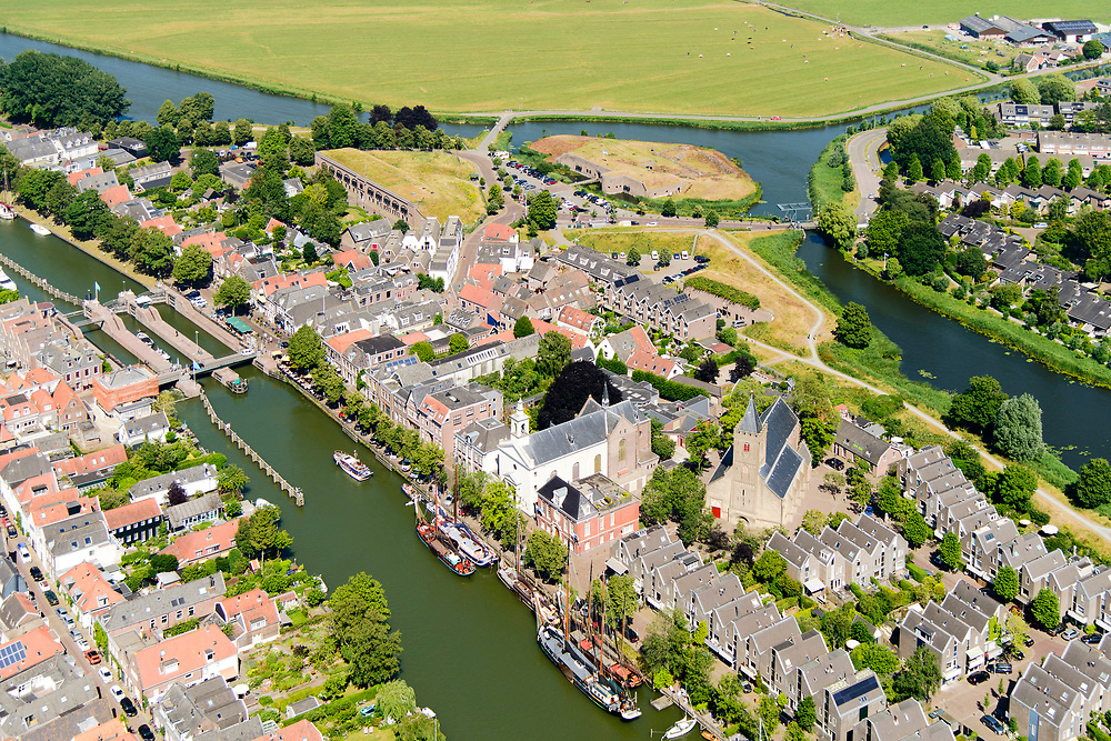 Nederland, Noord-Holland, Gooise Meren, 29-06-2018; Muiden, kleine stad met vestingwerken, onderdeel van de (Nieuwe) Hollandse Waterlinie en de Stelling van Amsterdam. Zeelsuis.<br /> Muiden, small town with fortifications.<br /> luchtfoto (toeslag op standard tarieven);<br /> aerial photo (additional fee required);<br /> copyright foto/photo Siebe Swart