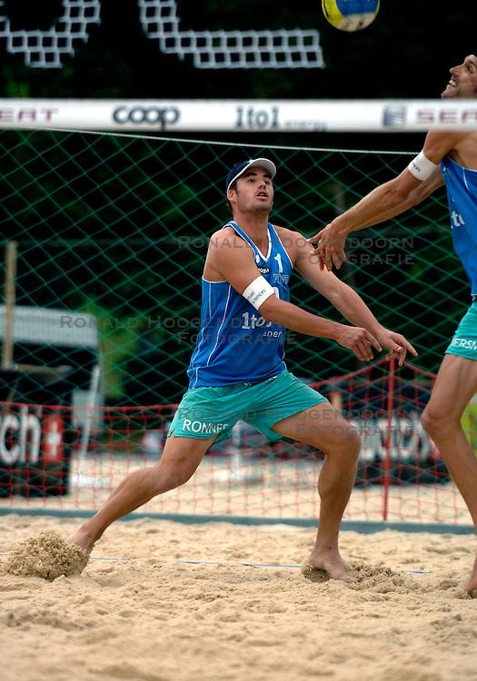 24-07-2007 VOLLEYBAL: WK BEACHVOLLEYBAL: GSTAAD<br /> Bram Ronnes - actie beachvolley<br /> &copy;2007-WWW.FOTOHOOGENDOORN.NL