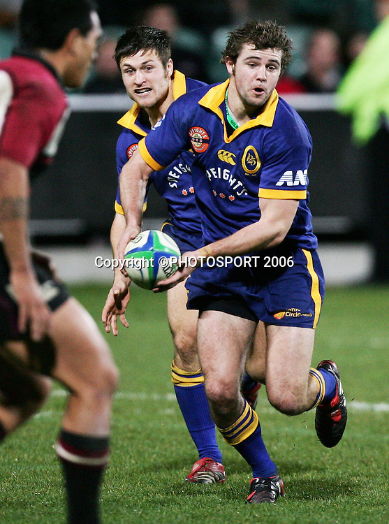 Otago replacement first five Nick Evans looks to pass during the Air New Zealand Cup pre season game between QBE Insurance North Harbour and Speight's Otago held at North Harbour Stadium in Auckland, New Zealand on Friday 14 July 2006. Photo: Tim Hales/PHOTOSPORT