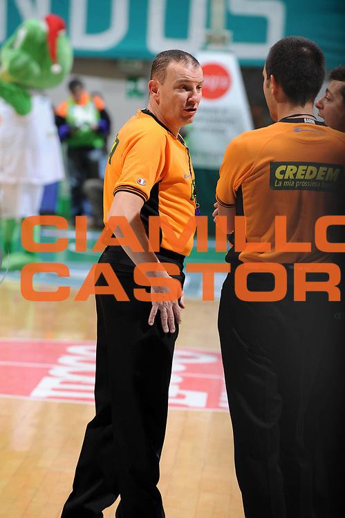 DESCRIZIONE : Siena Lega A 2009-10 Montepaschi Siena Sigma Coatings Montegranaro<br /> GIOCATORE : Arbitro Referees<br /> SQUADRA : Montepaschi Siena <br /> EVENTO : Campionato Lega A 2009-2010<br /> GARA : Montepaschi Siena Sigma Coatings Montegranaro<br /> DATA : 20/12/2009<br /> CATEGORIA : Arbitro Referees<br /> SPORT : Pallacanestro<br /> AUTORE : Agenzia Ciamillo-Castoria/GiulioCiamillo<br /> Galleria : Lega Basket A 2009-2010<br /> Fotonotizia : Siena Campionato Italiano Lega A 2009-2010 Montepaschi Siena Sigma Coatings Montegranaro<br /> Predefinita :