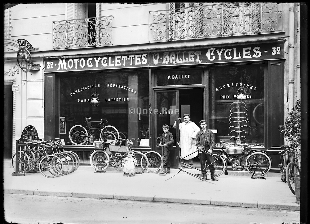 7th arrondissement new bicycle shop Paris around 1900