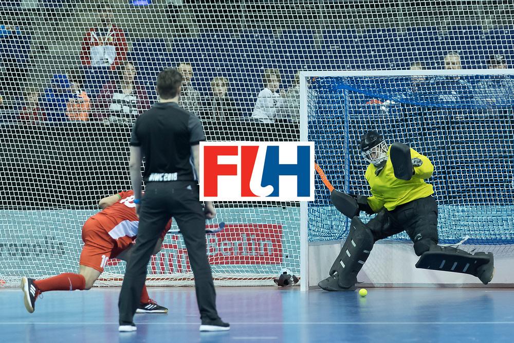Hockey, Seizoen 2017-2018, 09-02-2018, Berlijn,  Max-Schmelling Halle, WK Zaalhockey 2018 MEN, Iran - Czech Republic 2-2 Iran Wins after shoutouts, Pavel Hraba (GK)  stops a penalty.