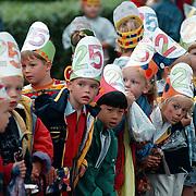 Meester Hansman 25 jaar bij de Koning Beatrixschool in Huizen, kinderen wachtte vol verwachting