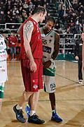 DESCRIZIONE : Avellino Lega A 2011-12 Sidigas Avellino Umana Venezia<br /> GIOCATORE : Szymon Szewczyk Taquan Dean <br /> SQUADRA : Umana Venezia Sidigas Avellino<br /> EVENTO : Campionato Lega A 2011-2012<br /> GARA : Sidigas Avellino Umana Venezia<br /> DATA : 15/01/2012<br /> CATEGORIA : fair play ritratto<br /> SPORT : Pallacanestro<br /> AUTORE : Agenzia Ciamillo-Castoria/A.De Lise<br /> Galleria : Lega Basket A 2011-2012<br /> Fotonotizia : Avellino Lega A 2011-12 Sidigas Avellino Umana Venezia<br /> Predefinita :