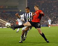 Fotball - Premier League - 11.01.2003<br /> West Bromwich v Manchester United<br /> Ole Gunnar Solskjær - United<br /> Adam Chambers - WBA<br /> Foto: Tim parker, Digitalsport