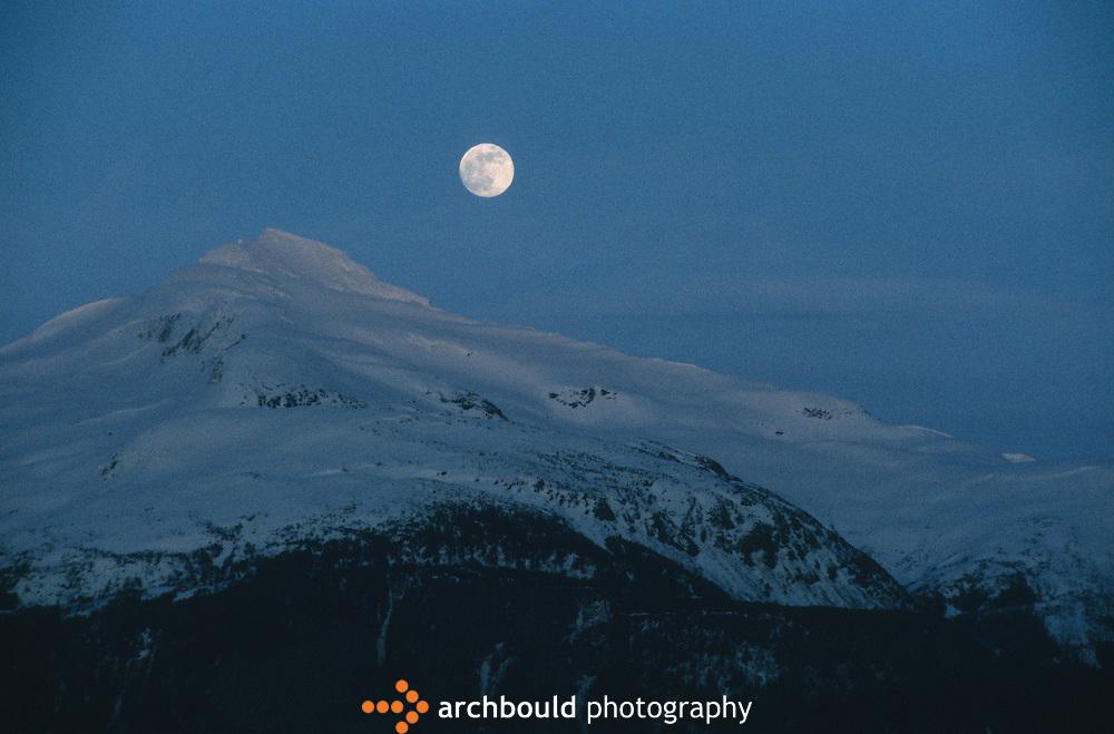 Full moon over the mountains, Yukon