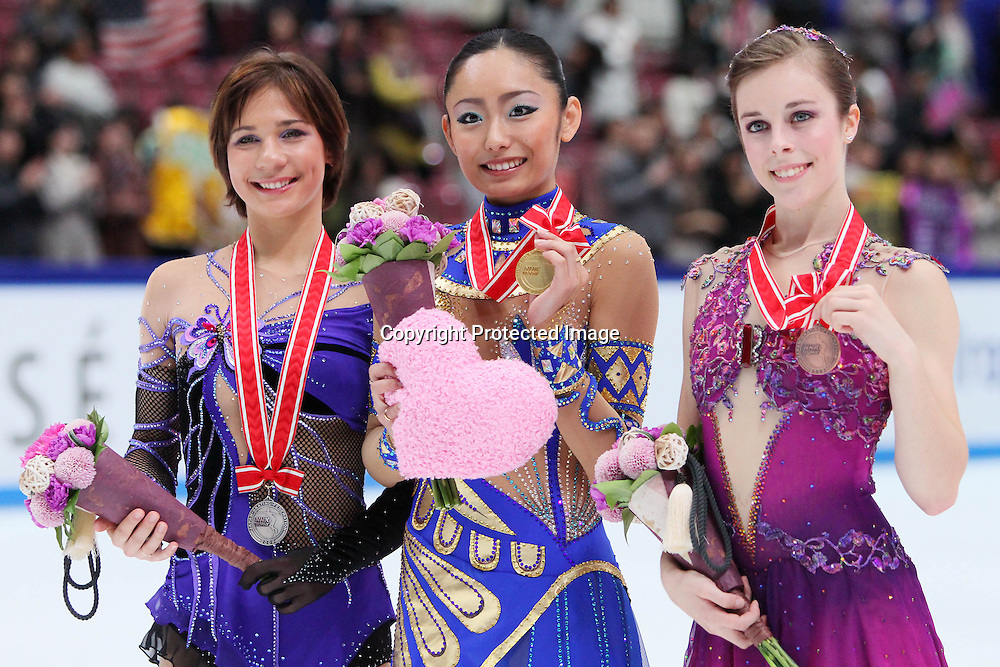 (L to R) Alena Leonova (RUS), Miki Ando (JPN), Ashley Wagner (USA), November 7, 2009 - Figure Skating : Miki Ando of Japan celebrates winning victory on the podium during ISU Grand Prix of Figure Skating 2009/2010, NHK Trophy Women's victory ceremony at Nagano Big Hat, Nagano Japan. (Photo by Yusuke Nakanishi/AFLO SPORT) [1090]