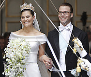Sweden's Crown Princess Victoria and Daniel Westling leaves their wedding ceremony in Stockholm on June 19, 2010. AFP PHOTO / DANIEL SANNUM LAUTEN