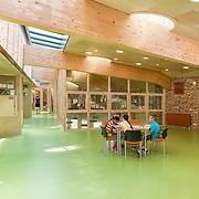 CBS Onze Wereld, basisschool Alexanderpolder Rotterdam. Nieuwbouw en ontwerp door Van den Berg Architecten