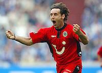 Fussball  1. Bundesliga Saison 2002/2003  32. Spieltag Schalke 04 - Hannover 96  0:2            Jubel: Nebojsa KRUPNIKOVIC bejubelt sein Tor zum 0:1
