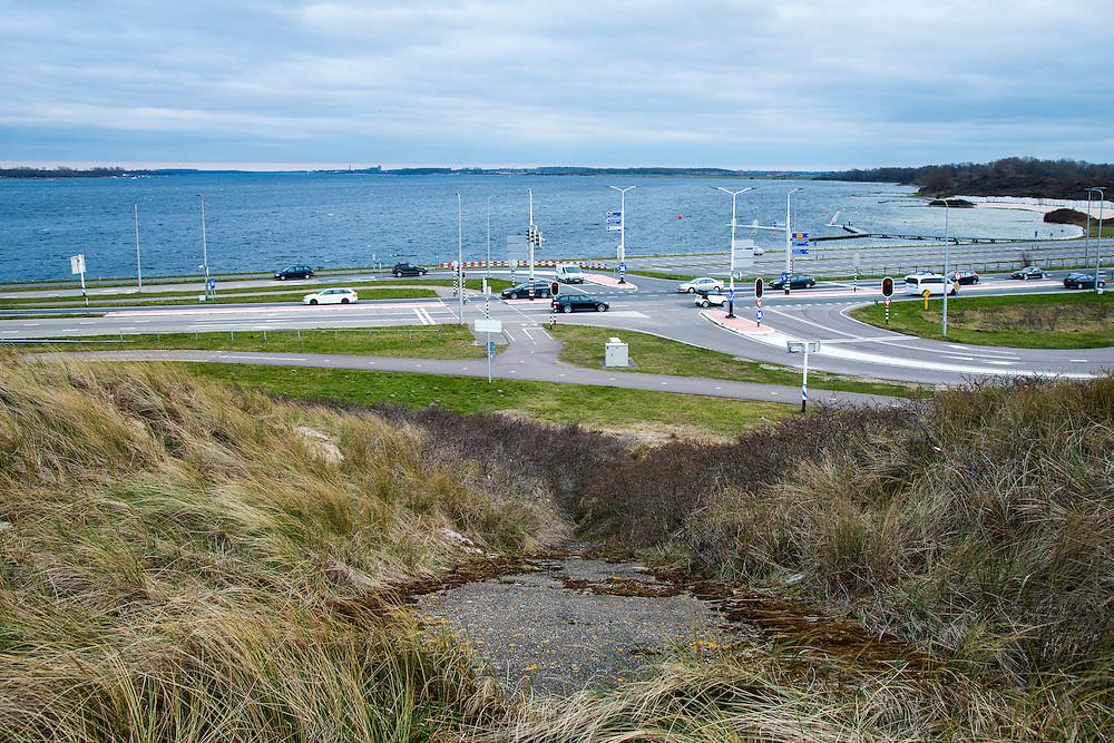 Nederland, Zeeland, Gemeente Schouwen-Duiveland, 26-03-2016; Veerse Meer met Veere aan de horizon, gezien vanaf de oorspronkleijk met asfalt beklede Veerse Gatdam.<br /> <br /> copyright foto/photo Siebe Swart