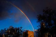 ROTTERDAM - Een regenboog boven rotterdam