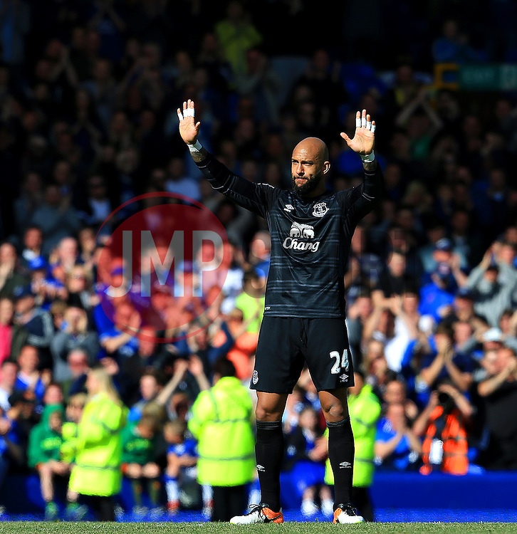 Everton's Tim Howard acknowledges the fans after his final game for the club - Mandatory byline: Matt McNulty/JMP - 15/05/2016 - FOOTBALL - Goodison Park - Liverpool, England - Everton v Norwich City - Barclays Premier League