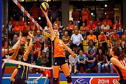 20140425 NED: Jong Oranje Vrouwen - Montenegro, Arnhem <br /> Britt Bongaerts (4) The Netherlands<br /> ©2014-FotoHoogendoorn.nl / Pim Waslander
