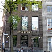 NLD/Amsterdam/20120812 - Varen door de Amsterdamse grachten, pand advocatenkantoer Bram Moszkowicz