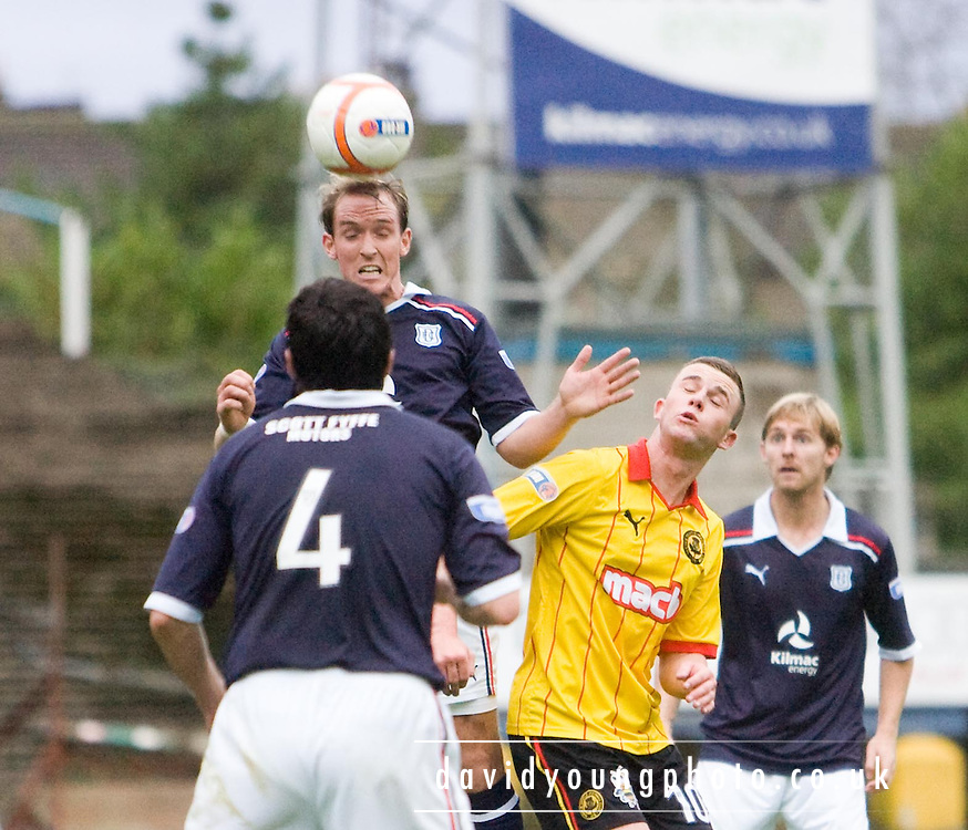 Dundee's Gary irvine wins a header - Dundee v Partick Thistle - IRN BRU Scottish Football League First Division at Dens Park.. - © David Young -.5 Foundry Place - .Monifieth - .Angus - .DD5 4BB - .Tel: 07765 252616 - .email: davidyoungphoto@gmail.com - .http://www.davidyoungphoto.co.uk