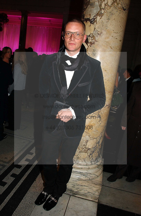 GILES DEACON at the British Fashion Awards 2006 sponsored by Swarovski held at the V&A Museum, Cromwell Road, London SW7 on 2nd November 2006.<br /><br />NON EXCLUSIVE - WORLD RIGHTS