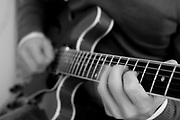 Belo Horizonte_MG, Brasil...Detalhe das maos do cantor Danilo Franca tocando baixo...Detail of Danilo Franca hands playing bass...Foto: LEO DRUMOND / NITRO