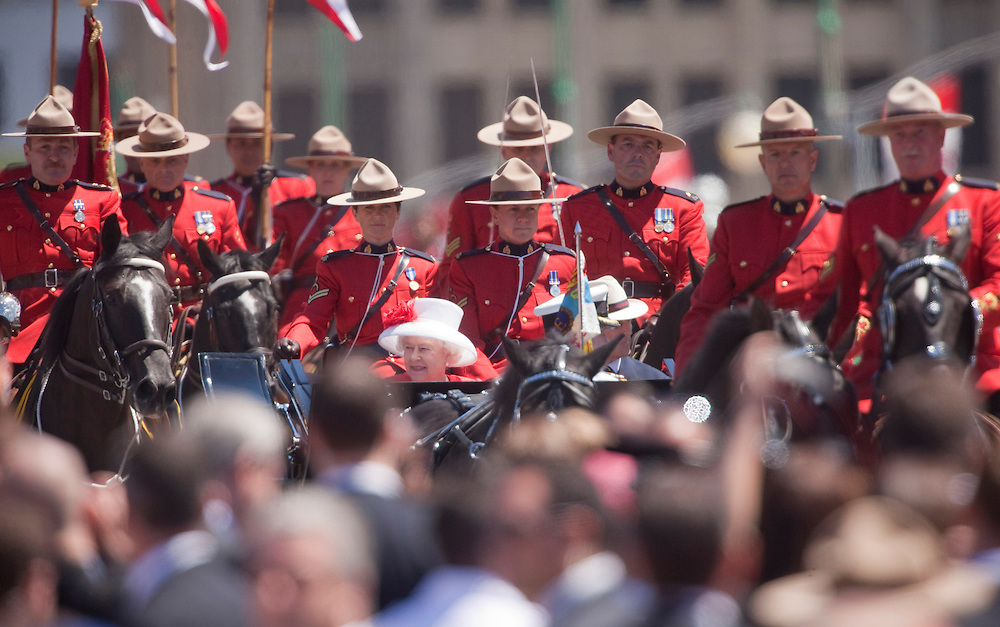 Queen Elizabeth II  arrives on Parliament Hill during Canada Day celebrations in Ottawa, Ontario, July 1, 2010. The Queen is on a 9 day visit to Canada. <br /> AFP/GEOFF ROBINS/STR