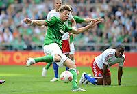 FUSSBALL   1. BUNDESLIGA   SAISON 2012/2013   2. Spieltag SV Werder Bremen - Hamburger SV                     01.09.2012         Sebastian Proedl (li, SV Werder Bremen) gegen Michael Mancienne (re, Hamburger SV)