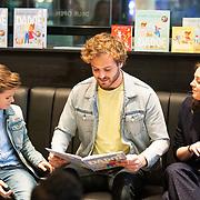 NLD/Amstelveen/20181109- Boekpresentatie Jim Bakkum 'Dadoe en zijn vriendjes' , Matheu Hinzen met Jim Bakkum en Kirsten Michel