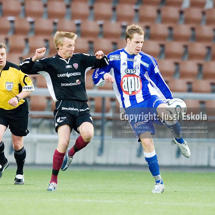 Niko LEPP&Auml;NEN (FC Lahti) (vas) - Vili SAVOLAINEN (HJK) (oik)&amp;#xA;HJK - FC Lahti 27.4.2006, Finnair Stadium, Helsinki.&amp;#xA;Veikkausliiga.&amp;#xA;Photo: Jussi Eskola<br />