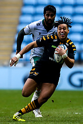 Marcus Watson of Wasps goes past Ahsee Tuala of Northampton Saints - Mandatory by-line: Robbie Stephenson/JMP - 05/01/2020 - RUGBY - Ricoh Arena - Coventry, England - Wasps v Northampton Saints - Gallagher Premiership Rugby