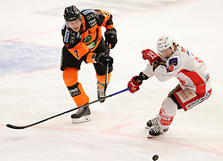 29.03.2019, Merkur Eisstadion, Graz, AUT, EBEL, Moser Medical Graz 99ers vs EC KAC, Halbfinale, 1. Spiel, im Bild Robin Weihager (Moser Medical Graz 99ers) und Thomas Koch (EC KAC) // during the Erste Bank Icehockey 1st semifinal match between Moser Medical Graz 99ers and EC KAC at the Merkur Eisstadion in Graz, Austria on 2019/03/29. EXPA Pictures © 2019, PhotoCredit: EXPA/ Erwin Scheriau