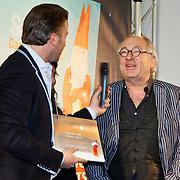 NLD/Amsterdam/20101115 - Presentatie Douwe Egberts Sinterklaasboeken Openbare Bibliotheek Amsterdam, Winston Gerschtanowitz en schrijver van het boekje Youp van 't Hek