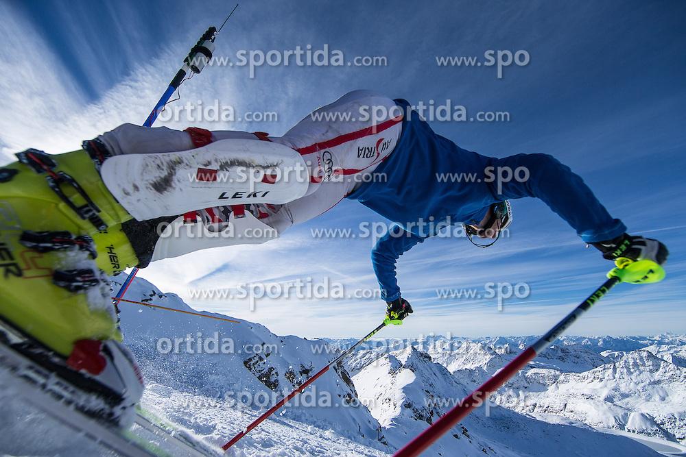 17.10.2012, Moelltaler Gletscher, Flattach, AUT, OeSV, Training, im Bild start von Manfred Pranger (AUT) // start of Manfred Pranger of Austria during a practice session of Austrian ski Team 'OeSV' at Moelltal Glacier in Flattach, Austria on 2012/10/17. EXPA Pictures © 2012, PhotoCredit: EXPA/ J. Groder
